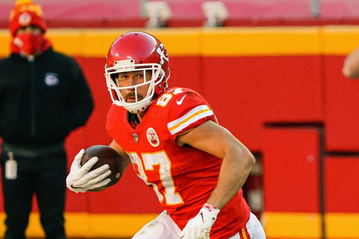 Kansas City Chiefs tight end Travis Kelce (87) runs against the New York Jets during the second half at Arrowhead Stadium.