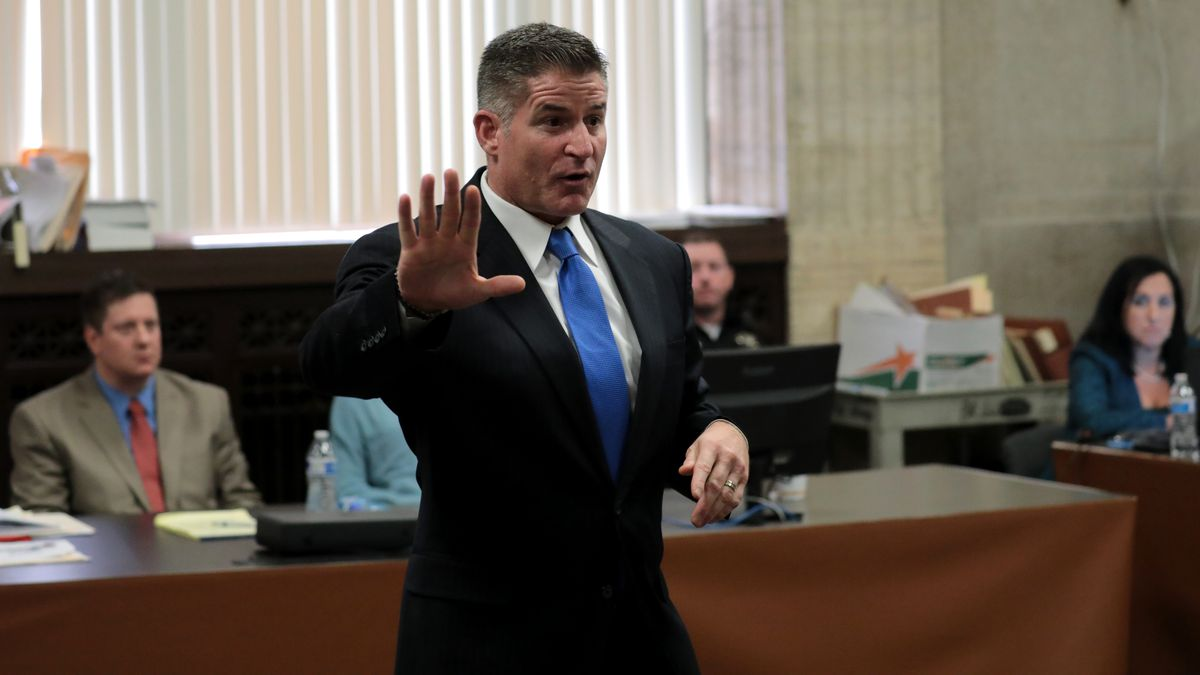 Defense attorney Daniel Herbert faces the jury as he begins his closing statements for Chicago police Officer Jason Jason Van Dyke's trial for the shooting death of Laquan McDonald, at the Leighton Criminal Court Building on Thursday.   Antonio Perez/Chic
