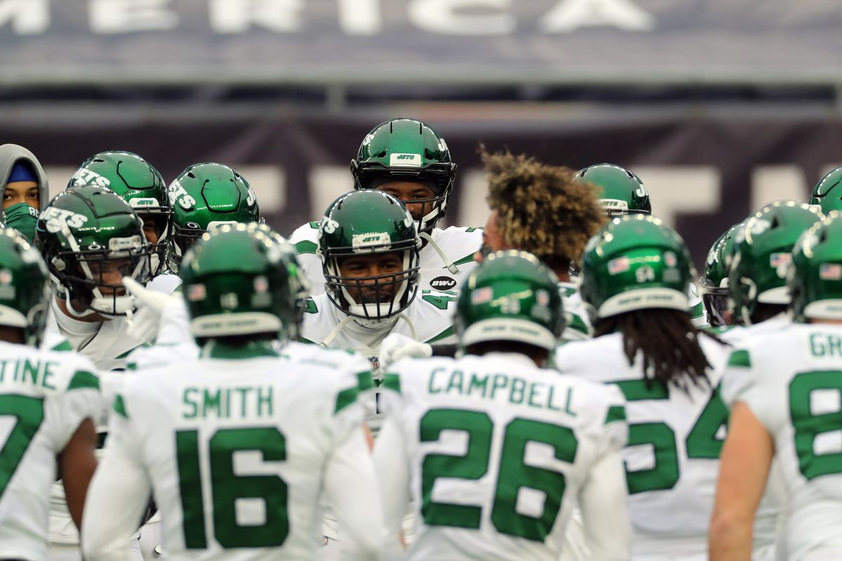 Bryce Huff #46 of the New York Jets yells in the huddle in the game against the New England Patriots at Gillette Stadium on January 3, 2021 in Foxborough, Massachusetts.