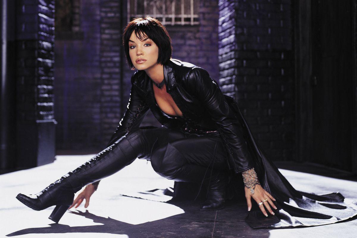 Ashley Scott as Helena Wayne in the 2002 TV series Birds of Prey.