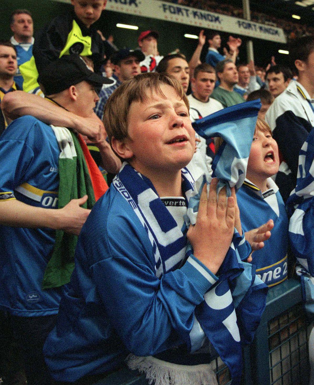 SOCCER/Everton Fans Emotion