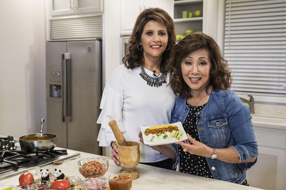 Linda Yu with Sylvia Perez in the Chicago Sun-Times kitchen 2018. | Ashlee Rezin/Sun-Times