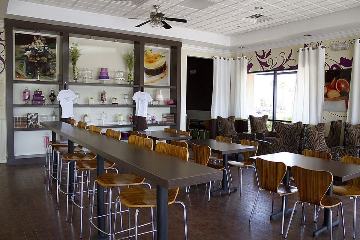 The Chocolate & Spice Bakery dining room.