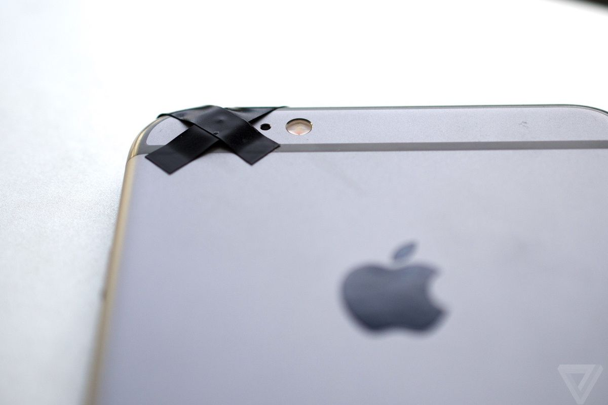 Apple is offering free camera replacements on some iPhone 6 Plus ...
