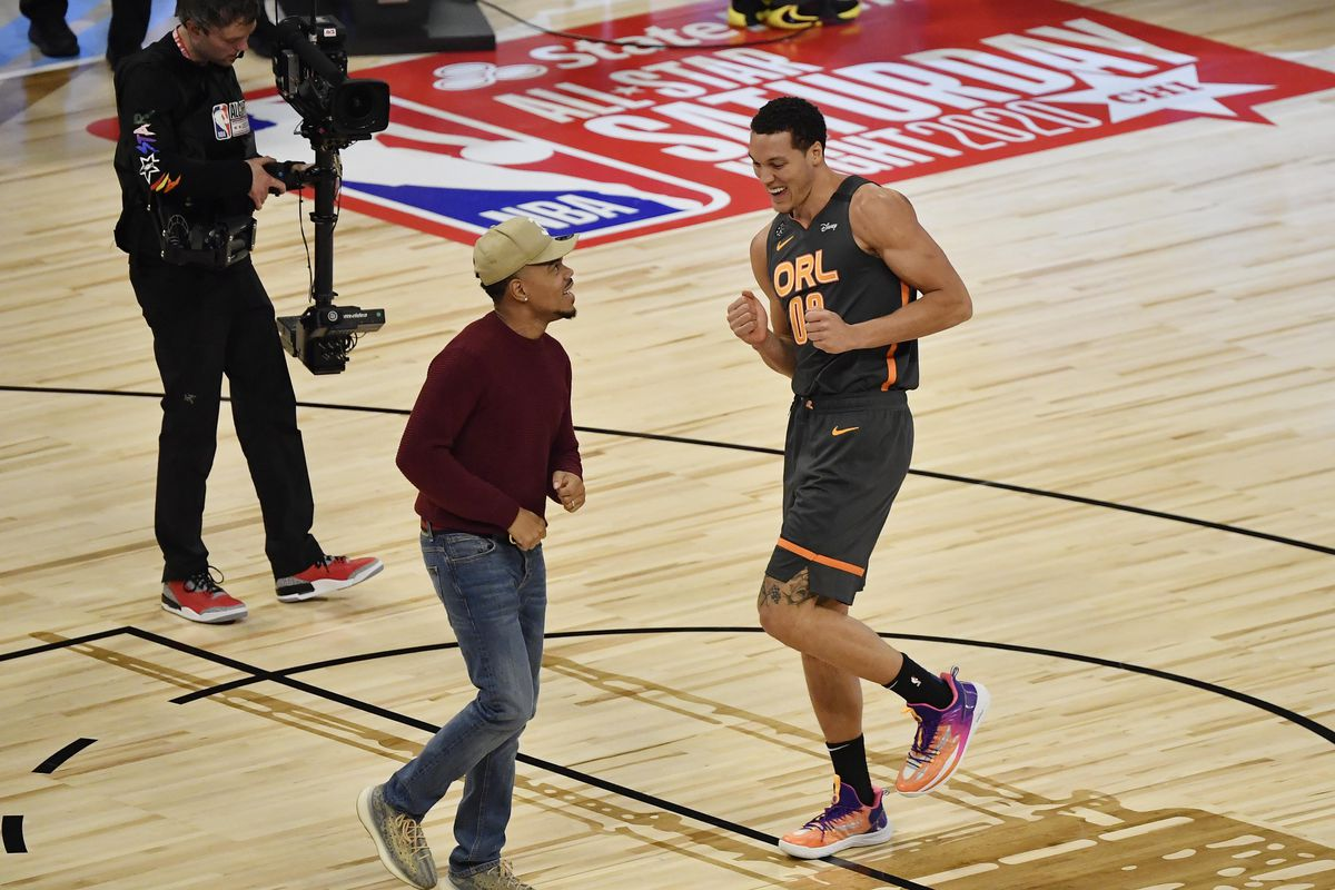 Orlando Magic player Aaron Gordon reacts with Chance the Rapper in the slam dunk contest during NBA All Star Saturday Night at United Center.