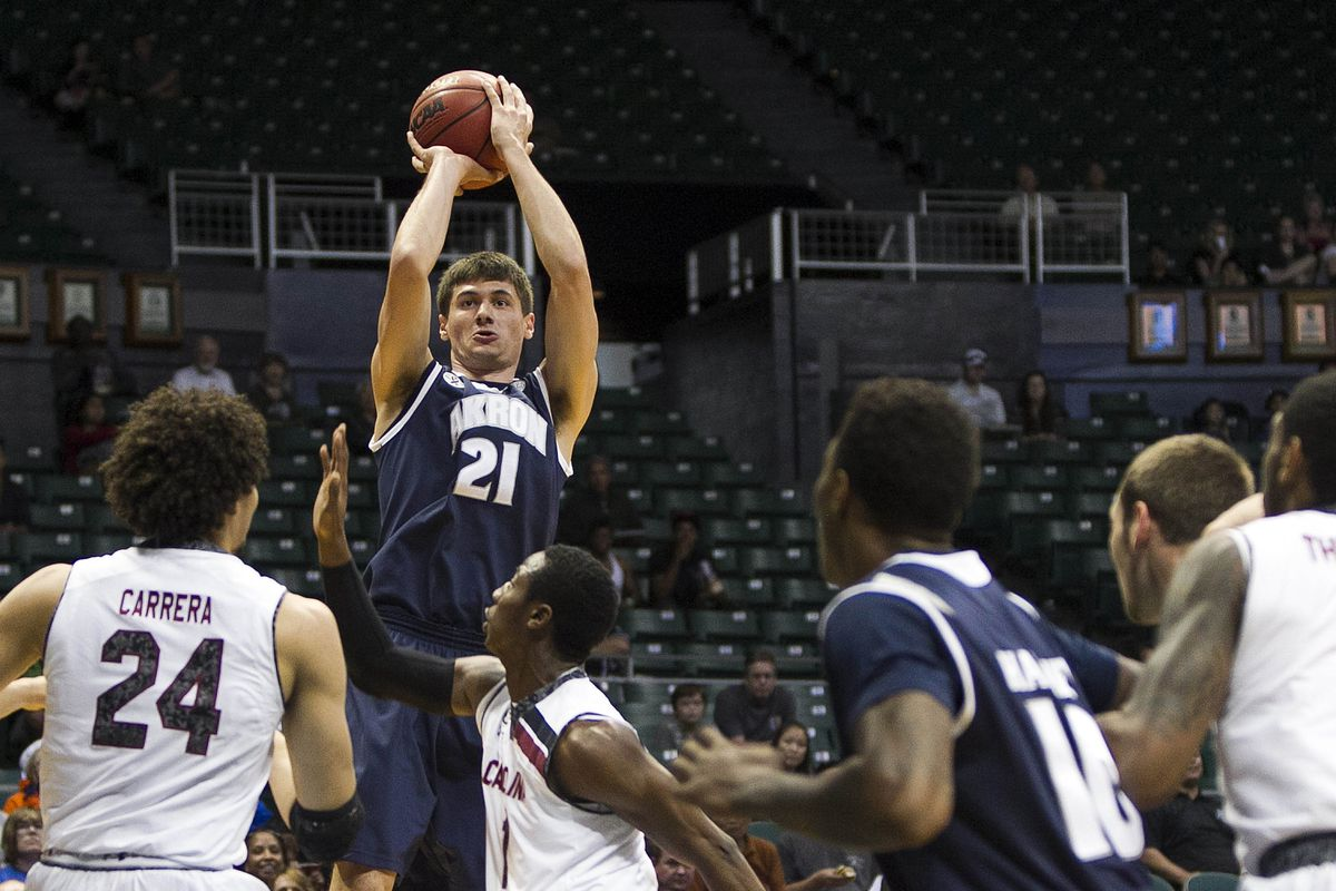 Reggie McAdams led the way for the Zips in a bounce-back victory over Coppin State.