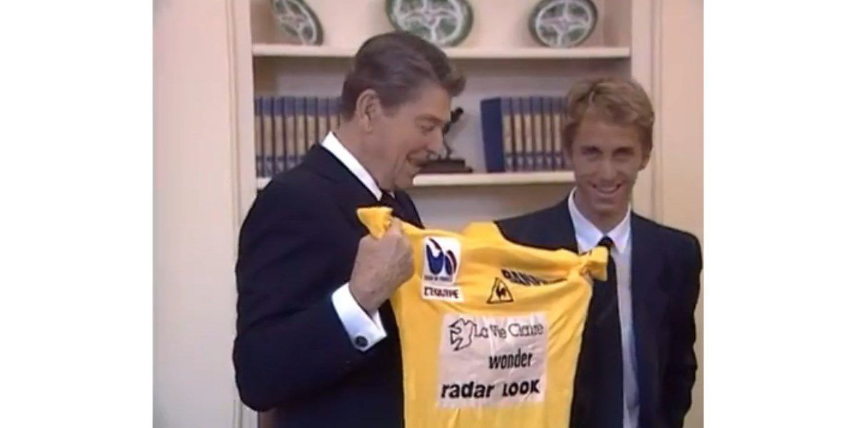 Greg LeMond presents Ronald Reagan with a yellow jersey in the White House, August 1986