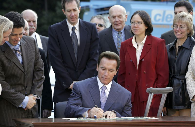 schwarzenegger-lcfs.0 California Gov. Jerry Brown casually unveils history's most ambitious climate target