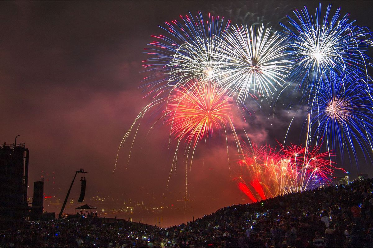 Where to Eat, Drink, and Watch the Fireworks in Seattle on