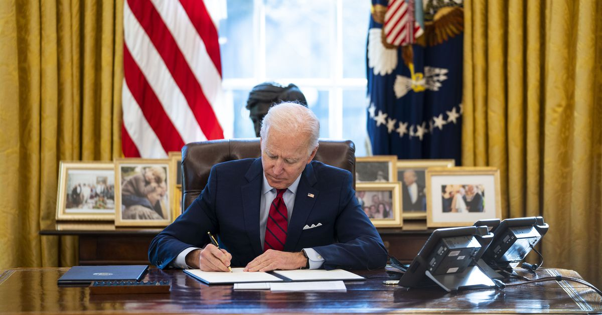 Biden partially lifts Trump's pandemic-related green card ban