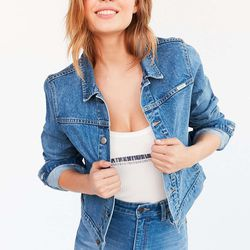 Wrangler x UO stuck to the retro, slouchy fit for this denim jacket.