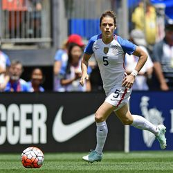 United States defender Kelley O'Hara dribbles upfield during the first half of an international friendly soccer match against Japan, Sunday, June 5, 2016, in Cleveland, Ohio. The United States won 2-0. (AP Photo/David Dermer)