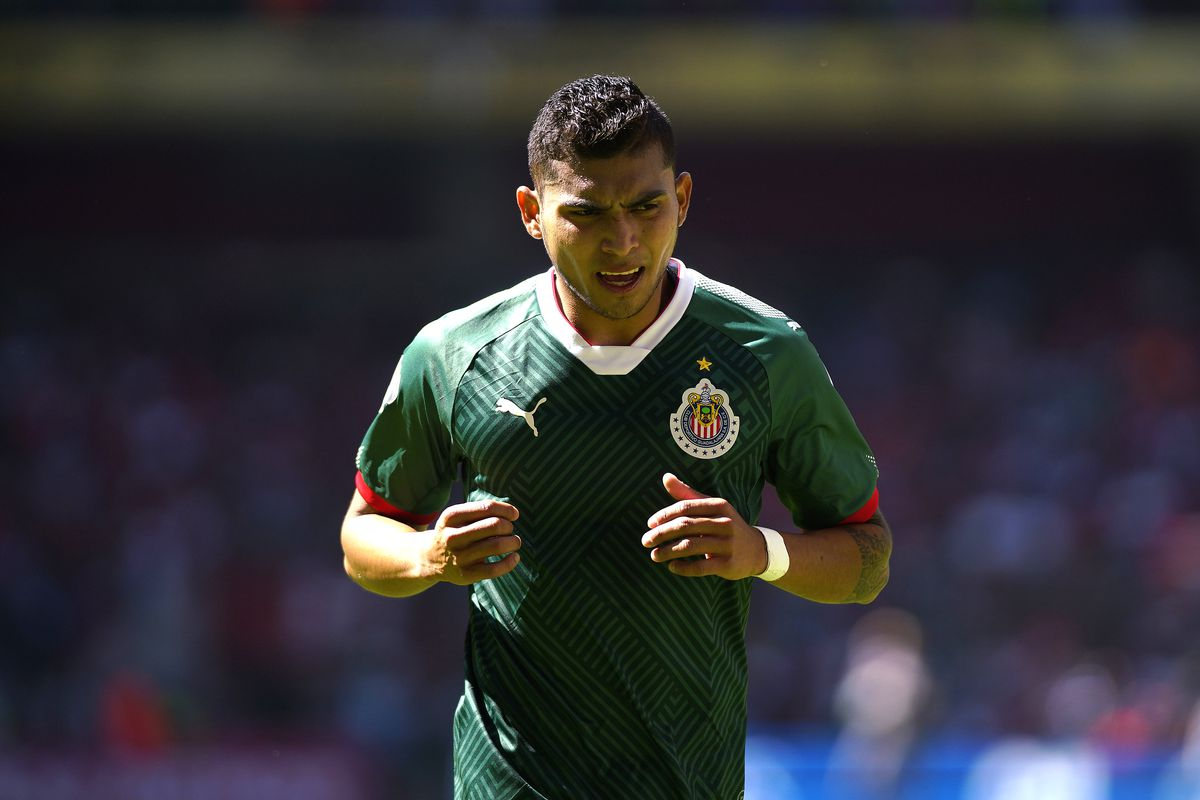 hot sale online 50ee6 671fa Chivas vs. Necaxa, 2018 Liga MX: Time, TV Schedule, and live ...