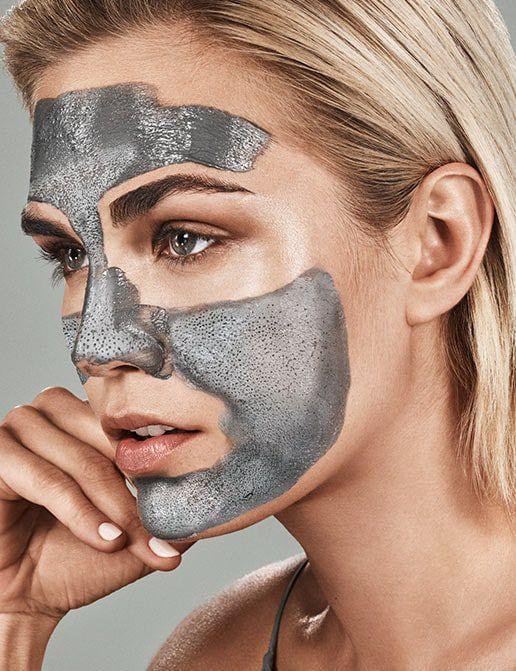 A woman wearing the Glamglow Supermud mask
