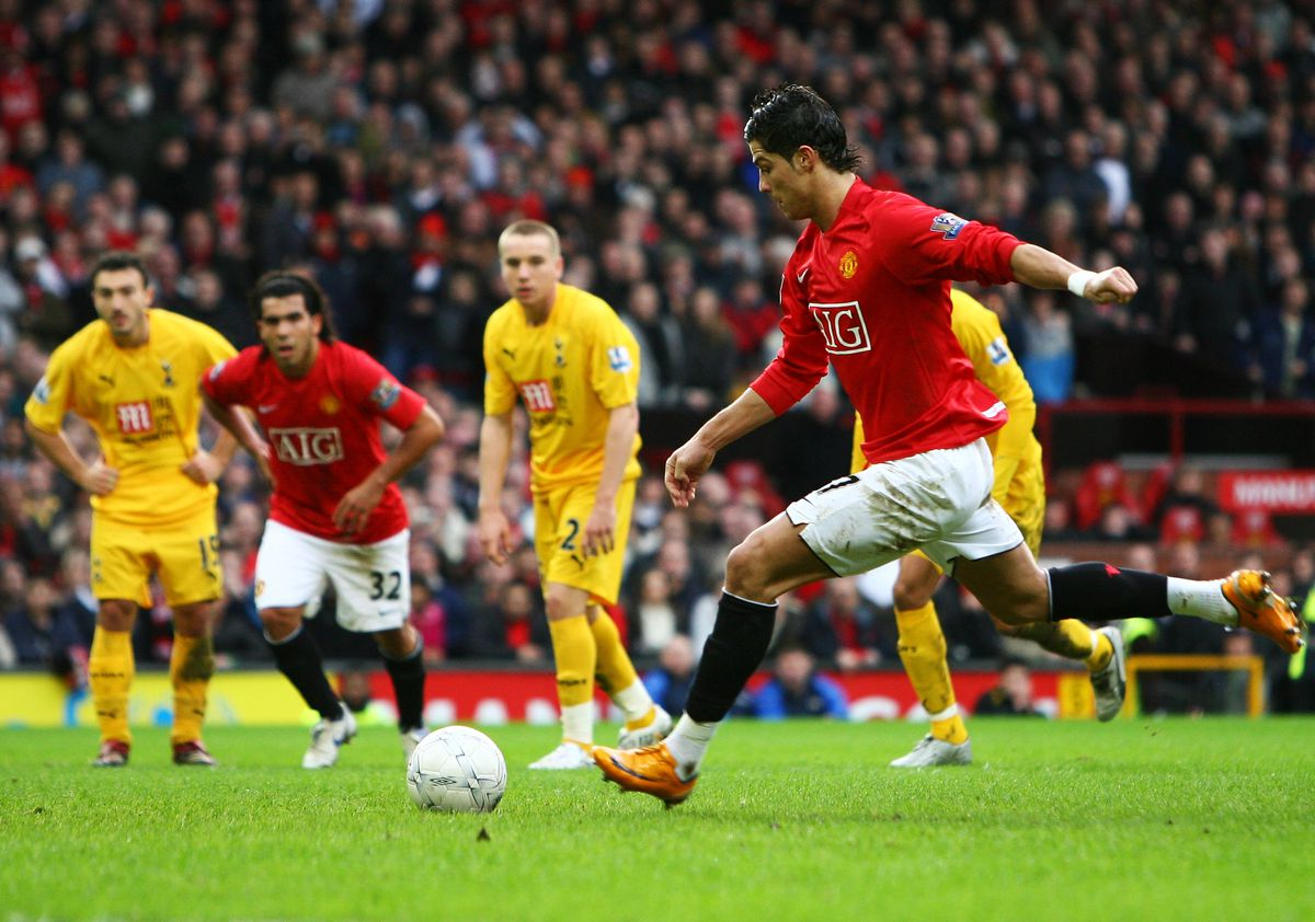 Manchester United v Tottenham Hotspur - FA Cup 4th Round