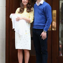 Holding her new baby daughter outside St. Mary's Hospital on May 2nd, 2015 in a Jenny Packham dress.