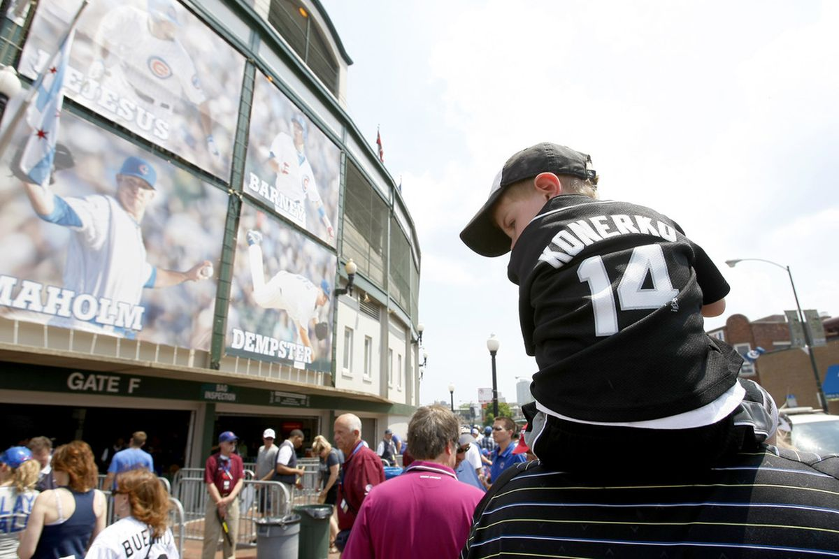 CHICAGO, IL - MAY 20: Chicago White Sox fans head to the north side of Chicago for an Inter-league game against the Chicago Cubs at Wrigley Field on May 20, 2012 in Chicago, Illinois. (Photo by Mike McGinnis/Getty Images)