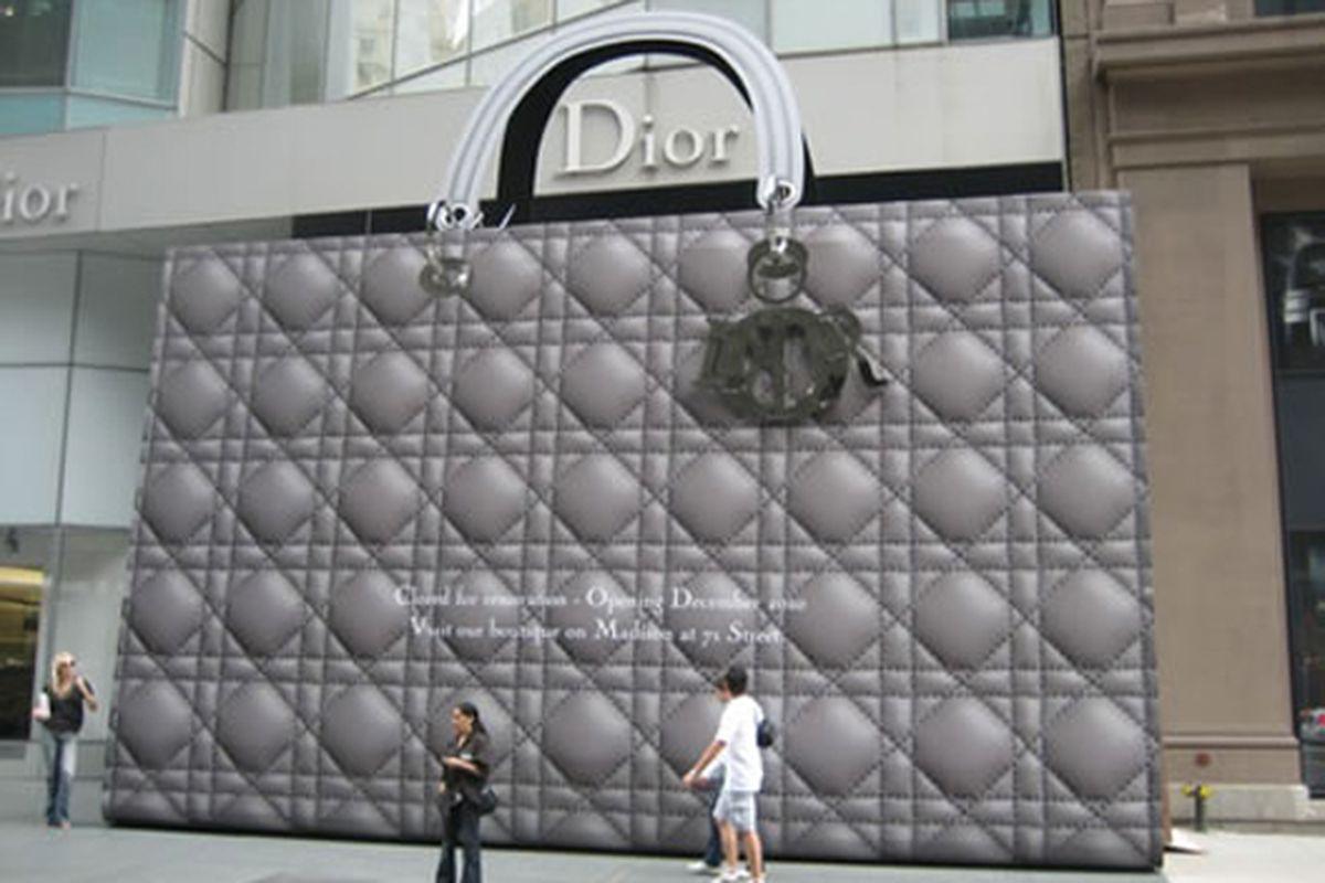 "Image via <a href=""http://www.gizmodiva.com/fashion/a_giant_dior_purse_stands_tall_as_a_barricade.php"">Gizmodiva</a>"