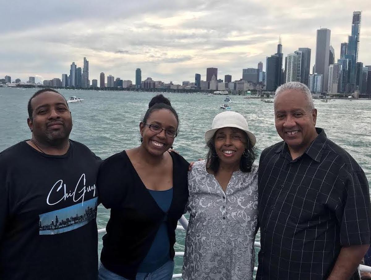 Alice Clark Brown (în pălărie) cu (din stânga) fiul ei Jeffrey, fiica Christina și soțul ei de 44 de ani, Jeff Brown.