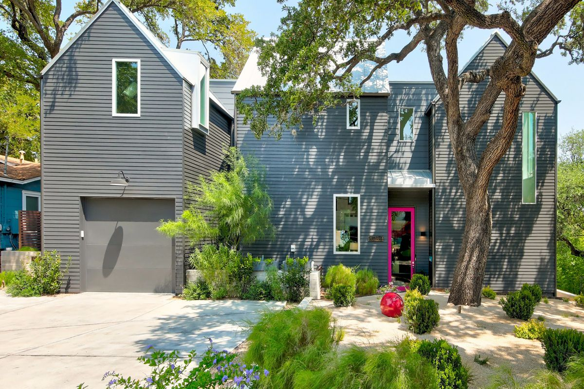 The Prime Location A Few Blocks Uphill From Barton Springs Road In Bouldin Creek Neighborhood Should Be Plenty To Make This Home Attractive Legions