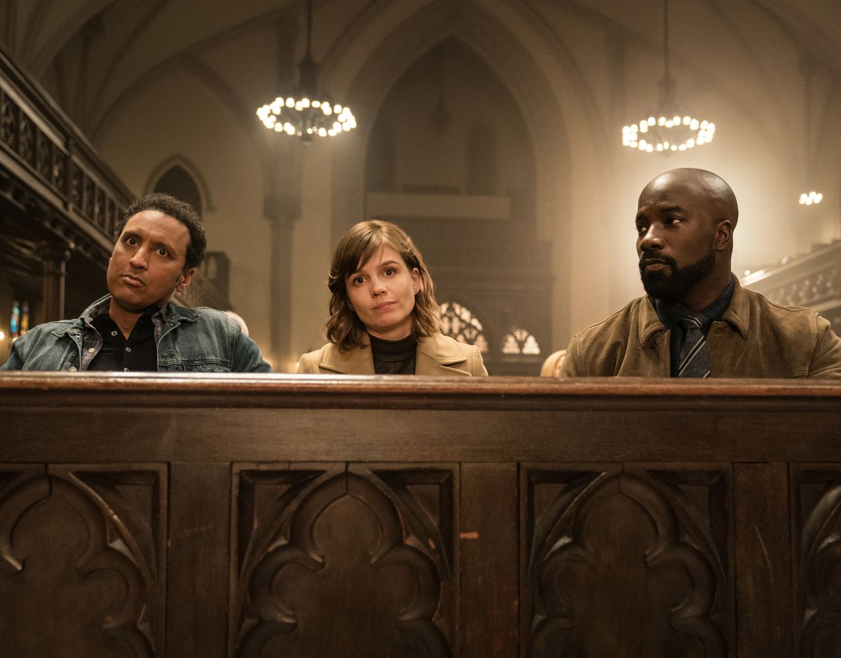Aasif Mandvi as Ben Shakir, Katja Herbers as Kristen Bouchard and Mike Colter as David Acosta in a church pew in CBS' Evil