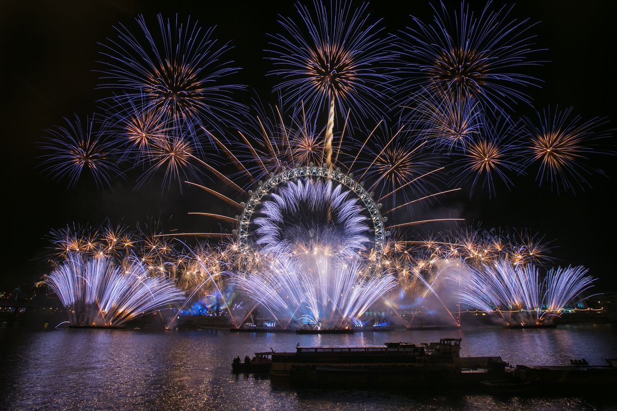 London Lights Up Blue For New Year's Eve With Unicef