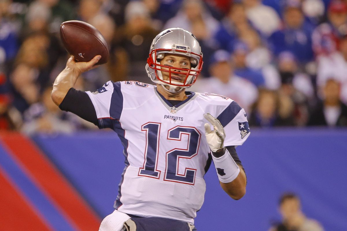 They didn't have any Keshawn Martin pictures of him in a Patriots uniform. Here's a picture of the guy throwing him passes instead.