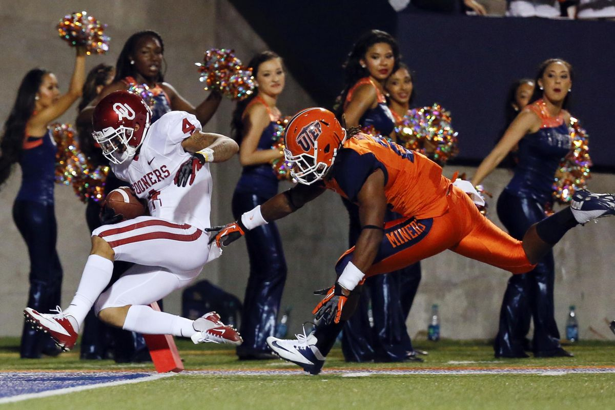 September 1, 2012; Dallas, TX, USA; Oklahoma Sooners wide receiver Kenny Stills (4) scores a touchdown against UTEP Miners defensive back Derrick Morgan (21) in the first quarter at Sun Bowl Stadium. Mandatory Credit: Jim Cowsert-US PRESSWIRE