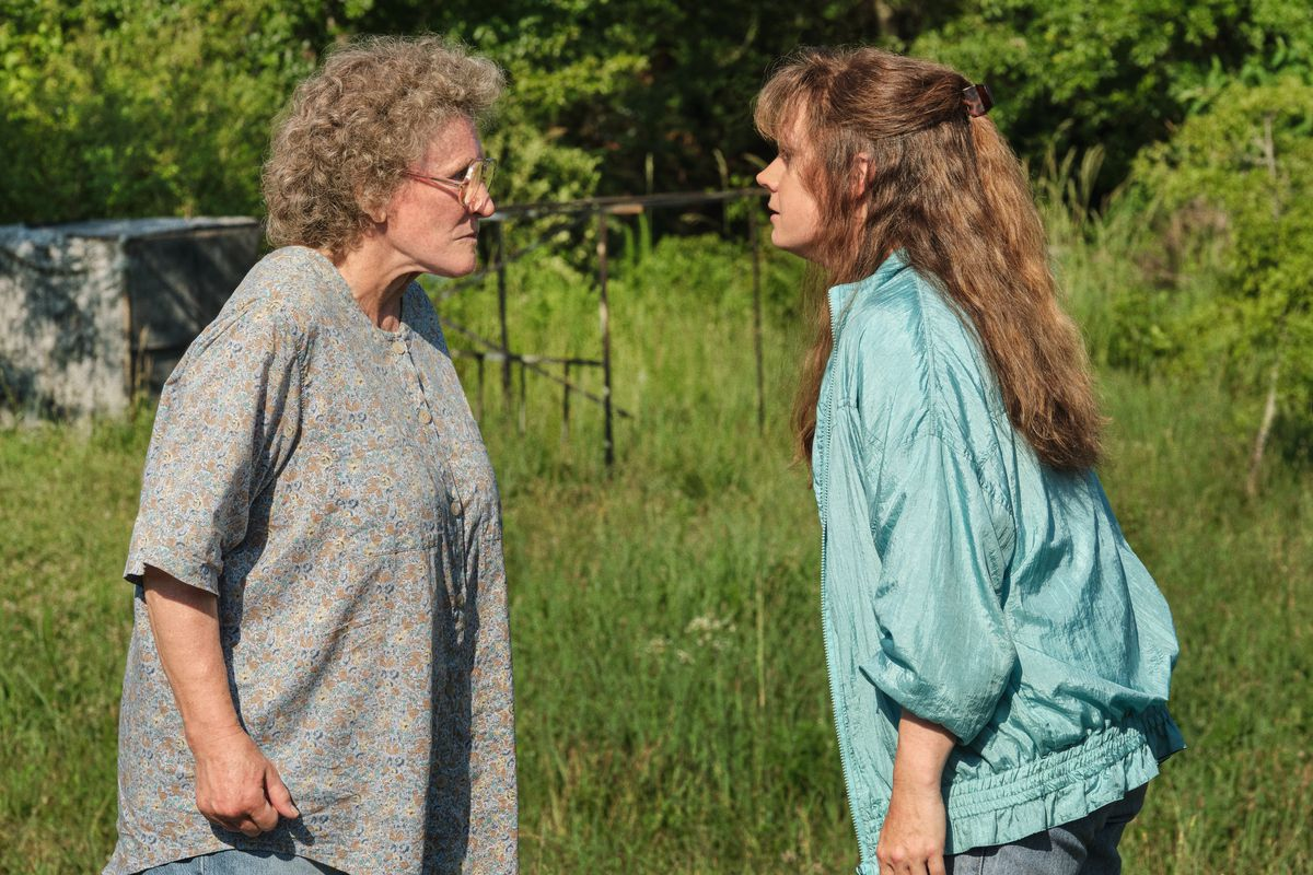 Glenn Close and Amy Adams face off outdoors in Hillbilly Elegy
