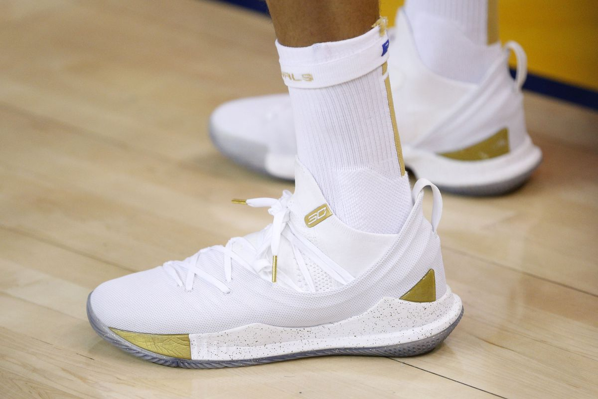 1067b2442023 UNDER ARMOUR CURRY 4 Kirby Lee-USA TODAY Sports NBA  Finals-Cleveland  Cavaliers at Golden State Warriors