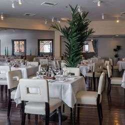 Biscayne Steak, Sea & Wine dining room