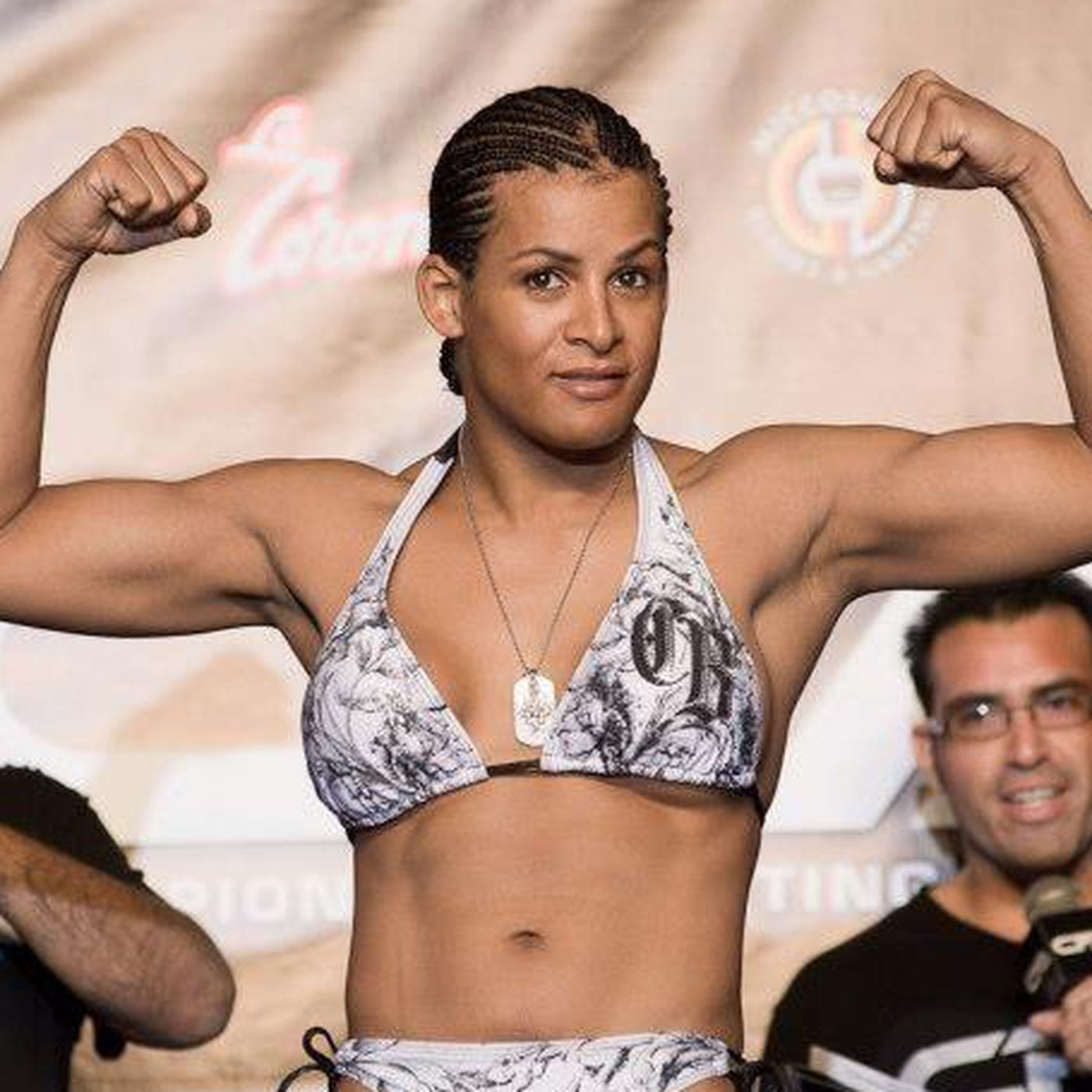 Fallon Fox wins first match as out trans MMA fighter - Outsports