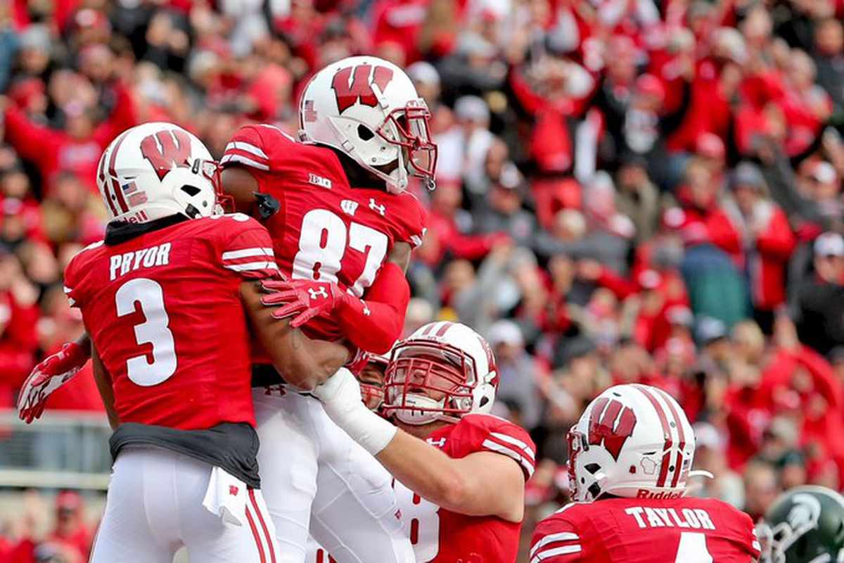 Wisconsin Badgers football: UW moves up again in both polls