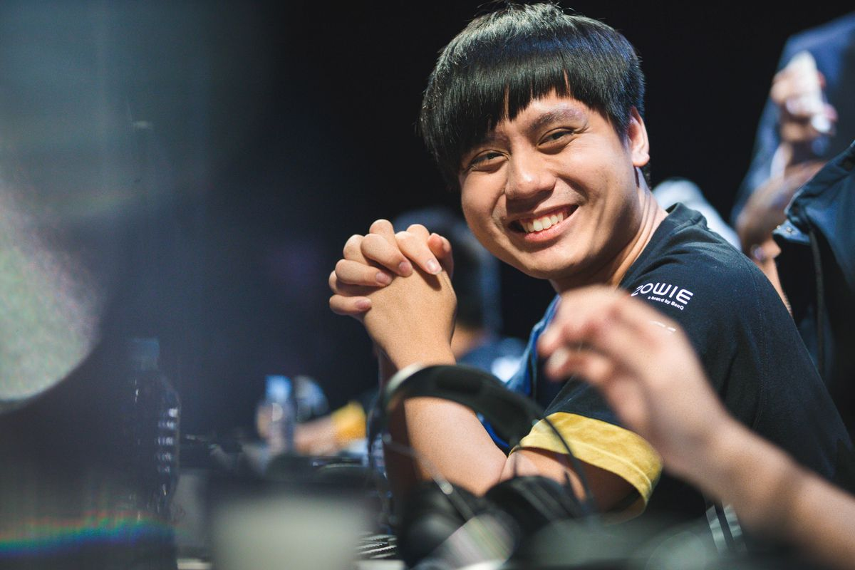 Maple, formerly of Flash Wolves, smiles at his teammate during the 2018 World Championship