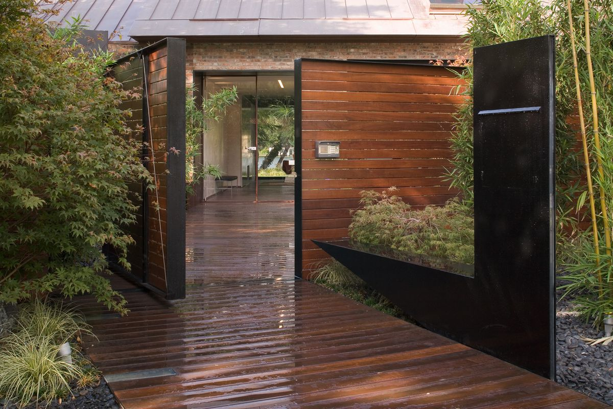 Gorgeous lakeside contemporary asks 10 3m curbed austin for Contemporary homes for sale in austin