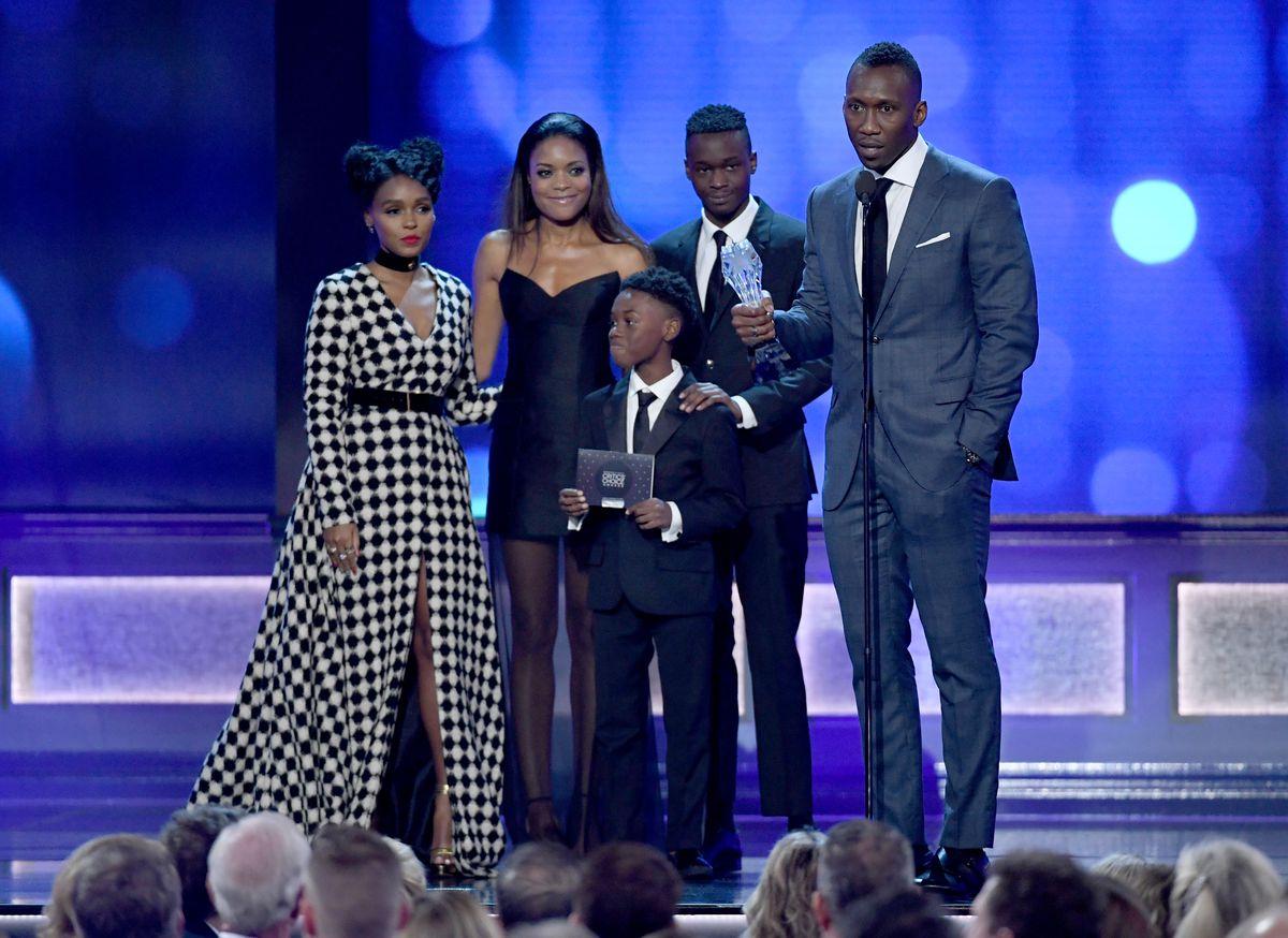 Janelle Monae, Naomie Harris, Alex R. Hibbert, Ashton Sanders, and Mahershala Aliat the Critics' Choice Awards, where they won Best Acting Ensemble.