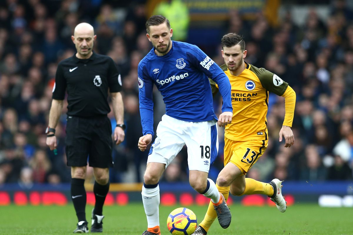 Iceland's Sigurdsson To See Specialist Over Knee Injury, Faces Weeks Out