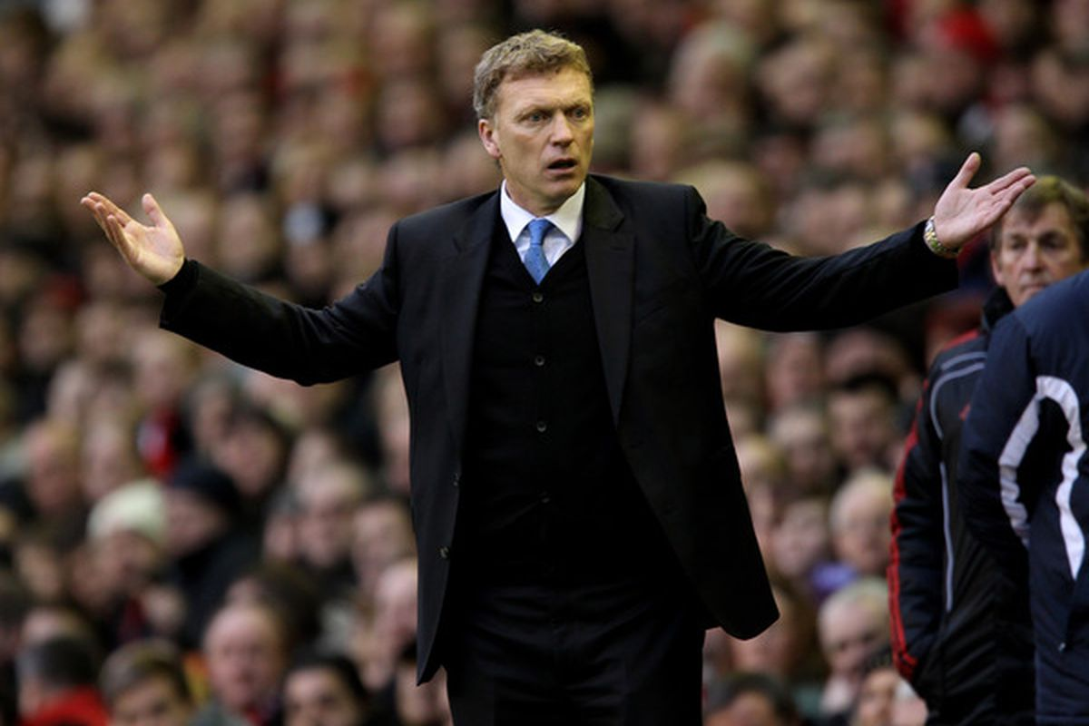 LIVERPOOL ENGLAND - JANUARY 16:  Everton Manager David Moyes reacts during the Barclays Premier League match between Liverpool and Everton at Anfield on January 16 2011 in Liverpool England.  (Photo by Alex Livesey/Getty Images)