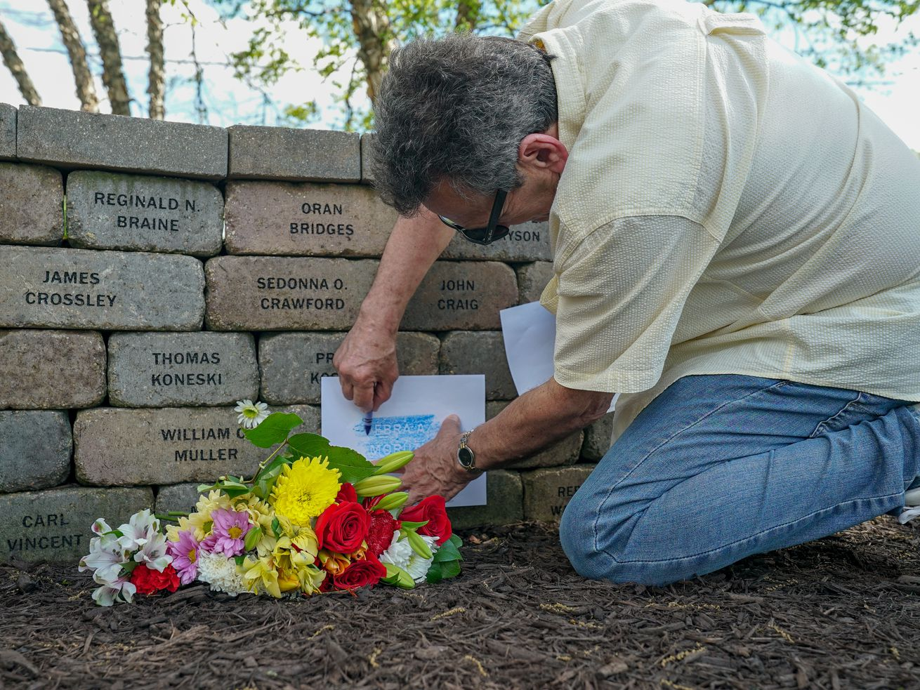 Flight 191 victims remembered by loved ones at ceremony on 40th anniversary of crash