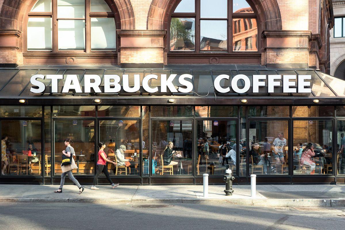Starbucks em NY Shutterstock_316561052.0
