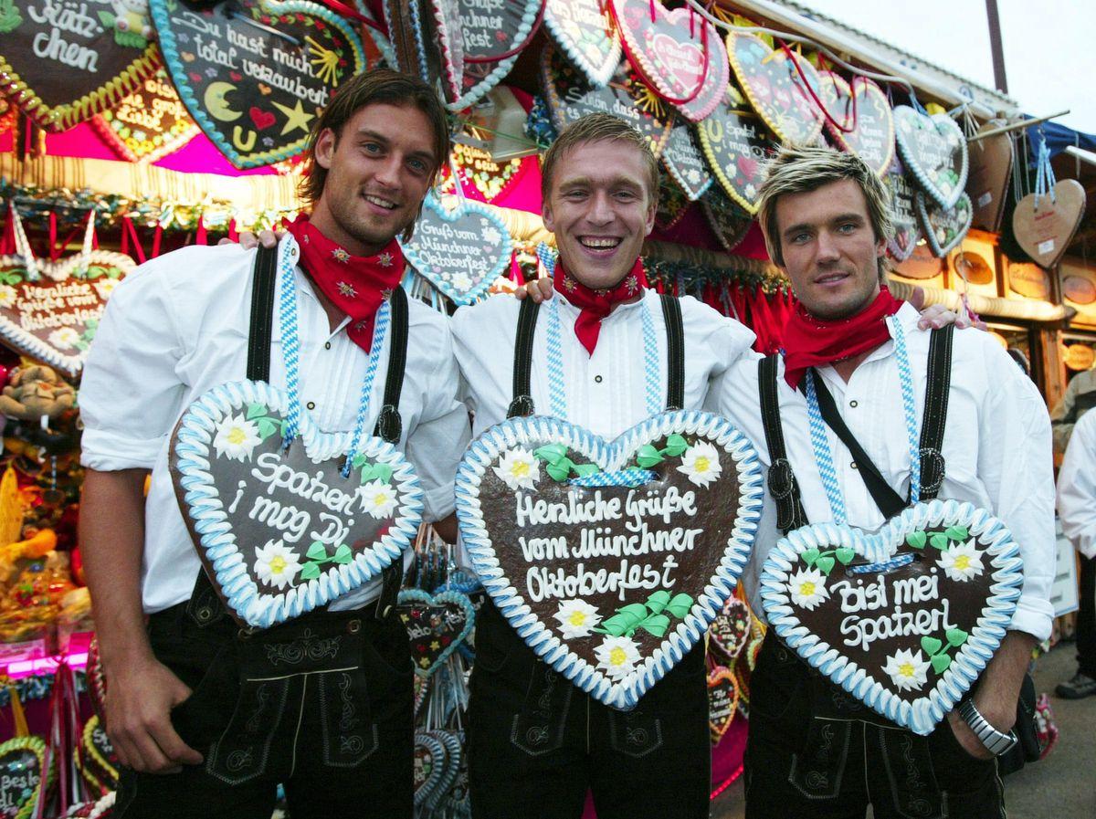Fussball: 1. BL 04/05, HSV zu Gast auf dem Muenchener Oktoberfest