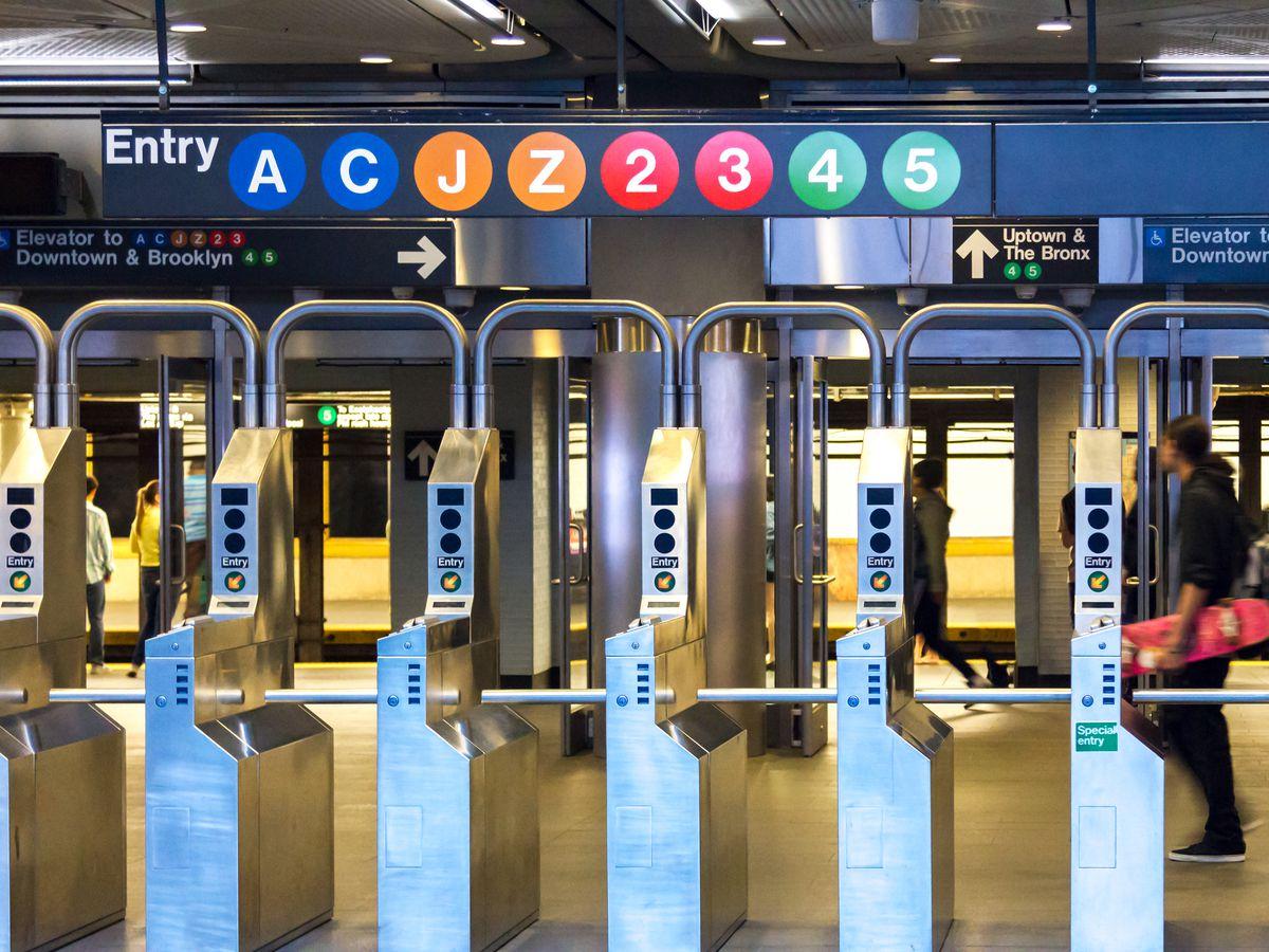 רעגירונג קלאגט MTA פאר נישט צושטעלן סאבוועי פאר באגרעניצטע