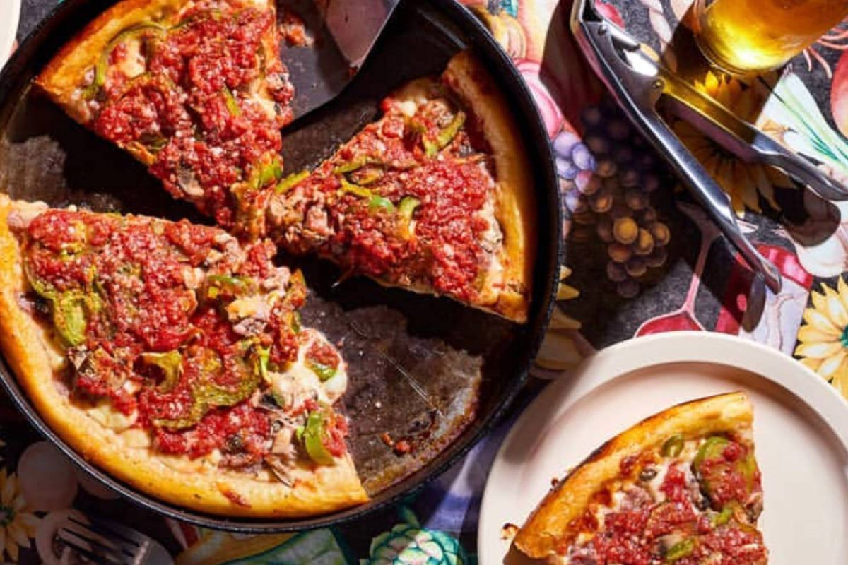 Chicagos Famous Deep Dish Pizza Restaurant Ginos East To Open In