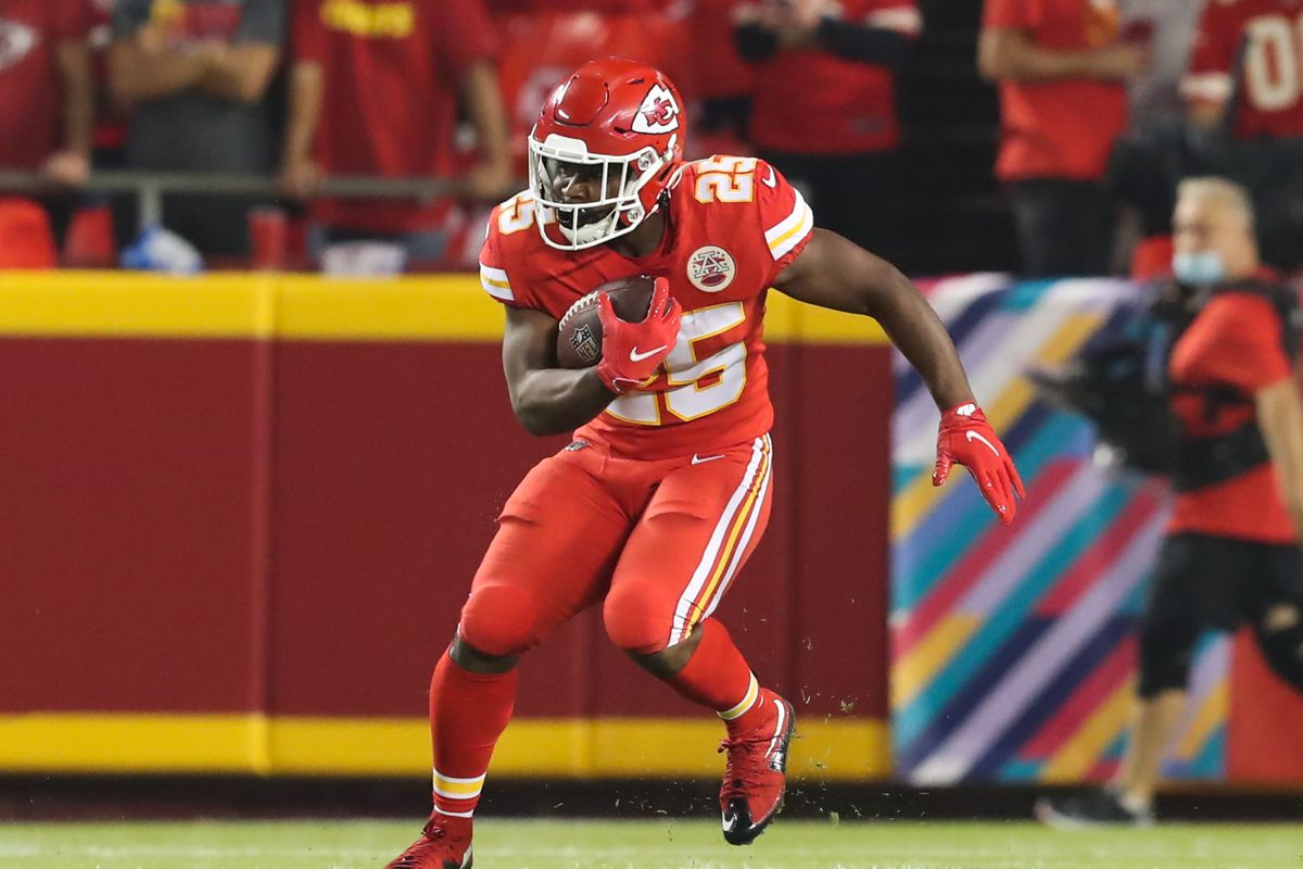 Kansas City Chiefs running back Clyde Edwards-Helaire (25) runs the ball in the first quarter of an NFL football game between the Buffalo Bills and Kansas City Chiefs on Oct 10, 2021 at GEHA Filed at Arrowhead Stadium in Kansas City, MO.