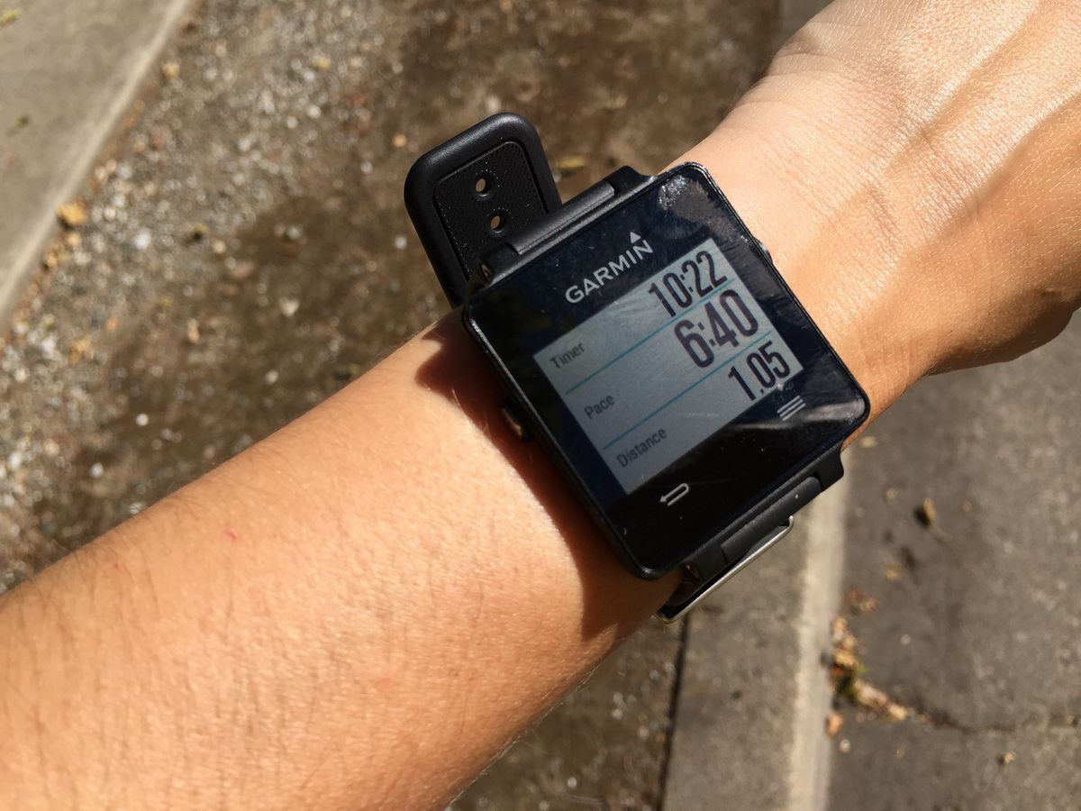 The Vivoactive's display during an outdoor run (sweat smudges are mine, and not built-in features)