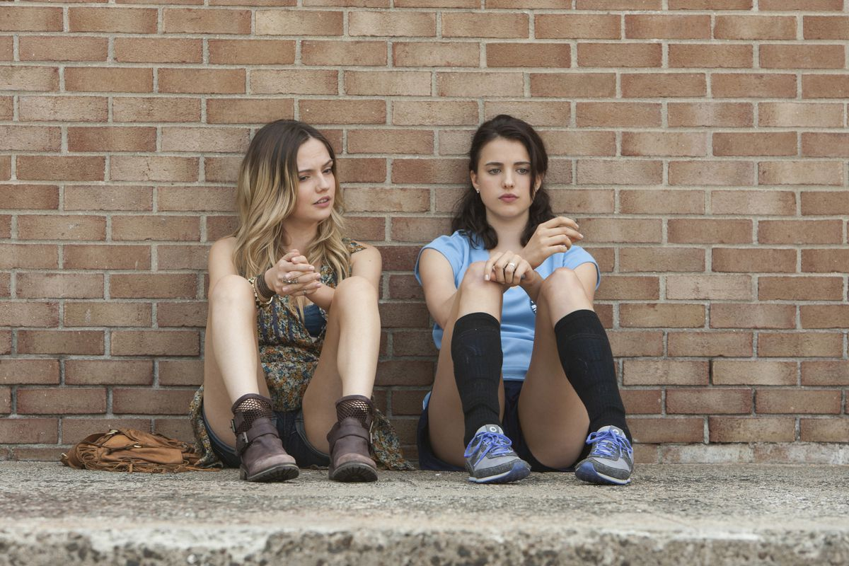THE LEFTOVERS episode 1: Emily Meade, Margaret Qualley.