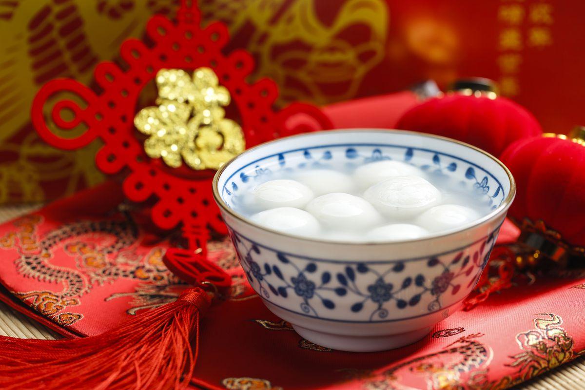 Tāngtuán (glutinous rice balls) or Chè Trôi Nước