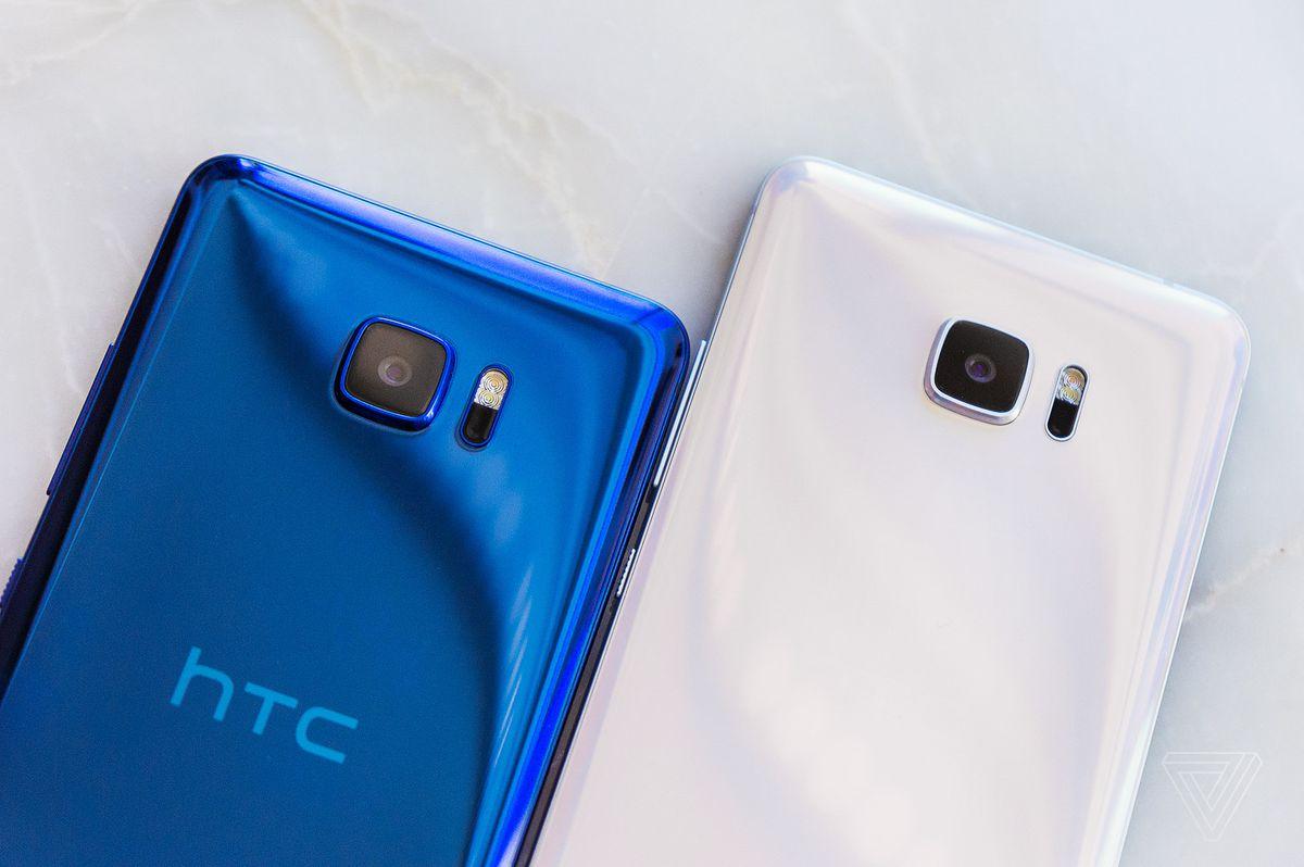 HTC U Ultra in blue and white