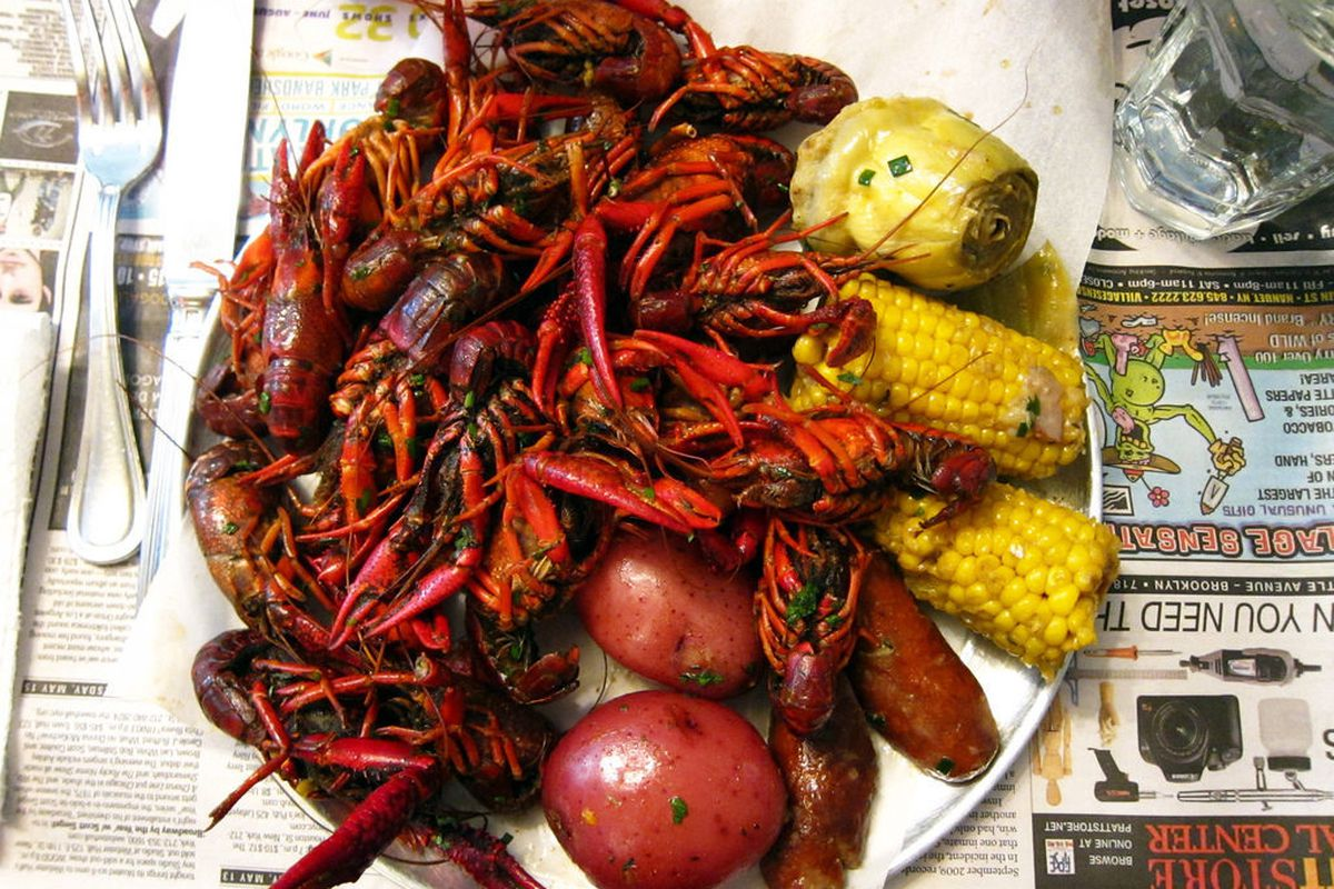 """Crawfish Boil at The Redhead by <a href=""""http://www.flickr.com/photos/foodforfel/7663351512/in/pool-eater/"""">foodforfel</a>"""