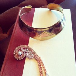 An enviable Egyptian-inspired gold collar and chic bedazzled brooch